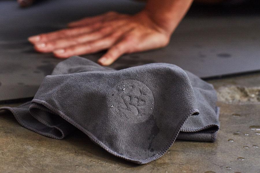 Manduka Yogamatte reinigen - so funktioniert es