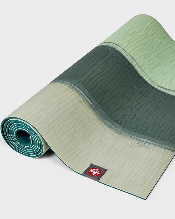 Manduka Eko Lite Yogamatte 4mm Green Ash Stripe eingerollt